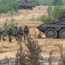 Pabradės poligone pratybų metu karių mašina atsitrenkė į medį: yra nukentėjusiųjų