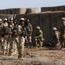 Irake raketomis apšaudyta karinė stovykla, kuria naudojasi ir amerikiečiai