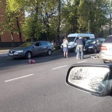 Juodas pirmadienis Klaipėdoje: pasipylė avarijos, perėjoje sunkiai sužeistas vyras