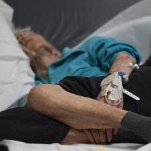 Skaudus incidentas Naujojoje Akmenėje: vairuotoja partrenkė senolę