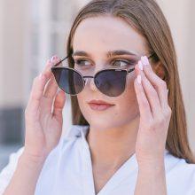 Kodėl nesaugome akių nuo saulės? Dažniausios klaidos ir mitai apie saulės akinius