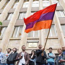 Armėnijoje po premjero raginimo protestuotojai blokavo teismų pastatus