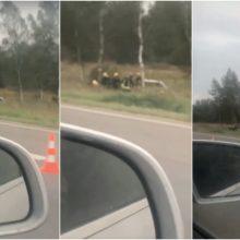 Autostradoje ties Kaunu – dviejų automobilių avarija: nukentėjo moteris ir vaikas
