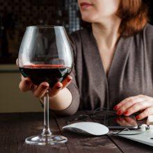 Moterų alkoholizmas – stigmos šešėlyje
