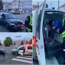 Kaune – girto ir teisės vairuoti neturinčio vairuotojo šou: atsitrenkė į smėlio dėžę