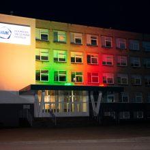 Klaipėdos valstybinės kolegijos pastatas nušvito trispalvės spalvomis