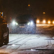 Šiaurės vakarų Lietuvos keliuose eismą sunkina šlapias sniegas