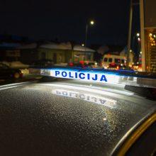 Kaimynai Kretingos rajone drauge gaudė įtariamąjį: bandė brautis į 55 tūkst. vertą BMW