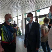 Sveikatos apsaugos ministro sutiktuvės – su lazdomis