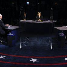 """Per civilizuotus debatus K. Harris užsipuolė D. Trumpo """"nesėkmę"""" kovojant su virusu"""