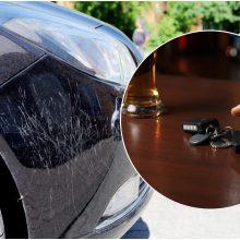Girtas vairuotojas siautėjo Palangoje: apgadino tris automobilius