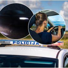Kelyje į Klaipėdą patyrė siaubą: merginas pradėjo persekioti pavojingai manevravęs automobilis