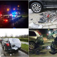 """I. Simonaitytės gatvės gyventojus prikėlė trenksmas: """"Lexus"""" rėžėsi į virtinę nakčiai paliktų mašinų"""