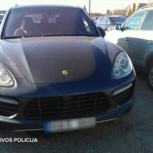 Klaipėdiečiai klastojo prabangių mašinų kainas: valstybei padaryta per 162 tūkst. eurų žala