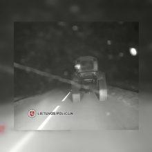 Netoli Kalvarijos – girto traktoristo kelionė: nustatytas 4,62 promilės girtumas