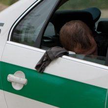 Girti vairuotojai šėlo Klaipėdoje: vienas trenkėsi į apšvietimo stulpą