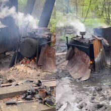 Klaipėdos rajone pareigūnai savaitgalį aptiko ir likvidavo naminės degtinės bravorą