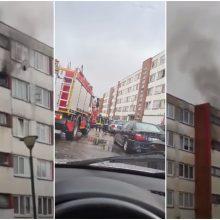 Debreceno gatvėje – gaisras daugiabučio virtuvėje: iš namo evakuoti gyventojai