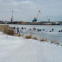 Pareigūnai vėl tikrino ant ledo žvejojančius žvejus: sučiuptas ne vienas pažeidėjas