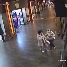 Šiaulių pareigūnai prašo pagalbos: ieško moterų, sugadinusių parduotuvės prekes