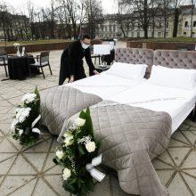 Paslaugų sektoriaus darbuotojai Klaipėdoje surengė paskutinę vakarienę