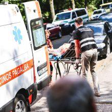Klaipėdoje nuriedėjęs automobilis sužalojo jį stabdžiusią savininkę