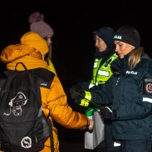 Pėsčiųjų saugumui – uostamiesčio pareigūnų atšvaitų dalijimo akcija