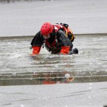 Tvenkinyje Alytuje įlūžo du vaikai: vieną ištraukė praeiviai, kitą – gelbėtojai