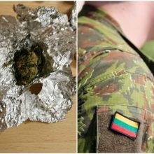 Vilniaus rajone namuose rastas neblaivus ir galimai nuo narkotikų apsvaigęs karys