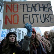 Lenkijos vyriausybė sako negalinti labiau pakelti algų streikuojantiems mokytojams