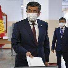 """Kirgizijos prezidentas """"pasirengęs atsistatydinti"""""""