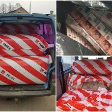 Akmens vatos pakuotėse – kontrabandinės cigaretės: krovinio vertė siekė 14 tūkst. eurų