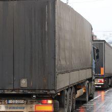 Kazachstane sulaikyti Lietuvos vilkikai: trūksta leidimų, prašo vežėjų supratingumo