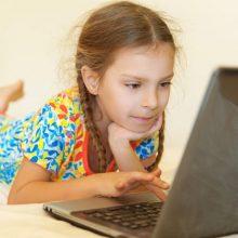 Septynių iš dešimties jaunuolių tėvai nežino, ką jų vaikai veikia internete