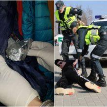 Panevėžyje pareigūnams įkliuvo keturi narkotikų turėję jaunuoliai
