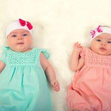 Retas atvejis: mažylė gimė praėjus trims mėnesiams po sesers dvynės