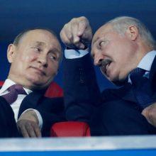 Žiniasklaida: A. Lukašenka paprašė V. Putino suteikti ginkluotės