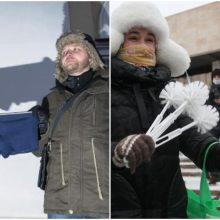 Protestų Rusijoje simboliai – tualeto šepečiai ir mėlyni apatiniai