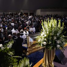 Hjustone prasidėjo brutalaus policijos elgesio auka tapusio G. Floydo laidotuvės