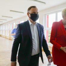 Negalutiniai rezultatai: Lenkijos prezidentas A. Duda užsitikrino antrą kadenciją