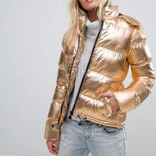 Spindesys: intensyvų sidabro švytėjimą keičia santūri ir labai saikinga aukso prabanga.
