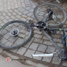 Praėjusi para šalies keliuose: nukentėjo du dviračiais važiavę žmonės, žuvo jaunas vairuotojas