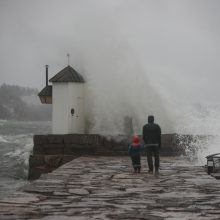 Norvegijoje dėl audros uždaryta keli keliai, Danijoje kilo potvynis