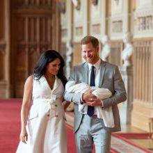 Princas Harry ir jo sutuoktinė neįvardys savo sūnaus krikštatėvių