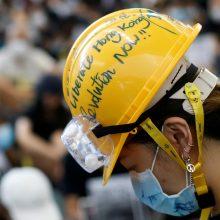Kinija pasmerkė protestuotojų veiksmus Honkongo oro uoste: tai panašu į terorizmą