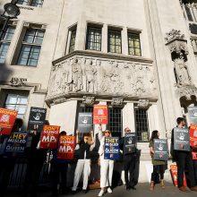 D. Britanijos Aukščiausiasis Teismas spręs dėl parlamento darbo sustabdymo
