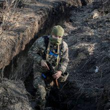 Per įnirtingus mūšius Rytų Ukrainoje žuvo vienas ir sužeisti dar keturi kariai