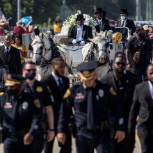 """JAV pastorius per G. Floydo laidotuves pasmerkė D. Trumpo """"nedorumą"""""""