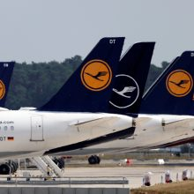 """""""Lufthansa"""" paskelbė apie planus atleisti dar tūkstantį darbuotojų"""