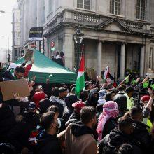 Londone ir Madride keli tūkstančiai žmonių dalyvavo eitynėse palestiniečiams palaikyti